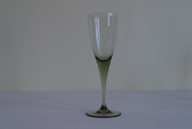Smoke or Peat Coloured Wine Glasses Sam_8818