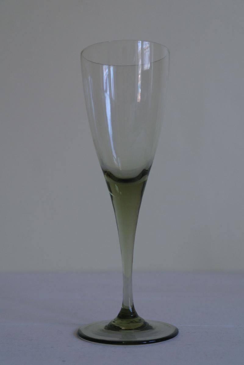 Smoke or Peat Coloured Wine Glasses Sam_8819