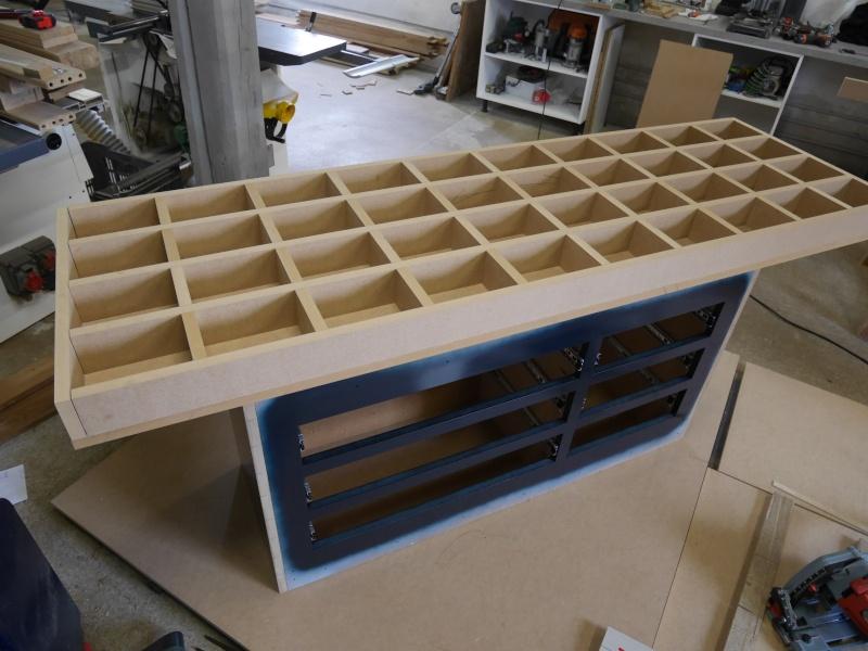 Construction d'un établi simple et pratique - Page 2 P1050322