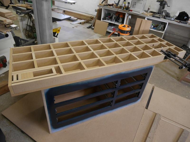 Construction d'un établi simple et pratique - Page 2 P1050323