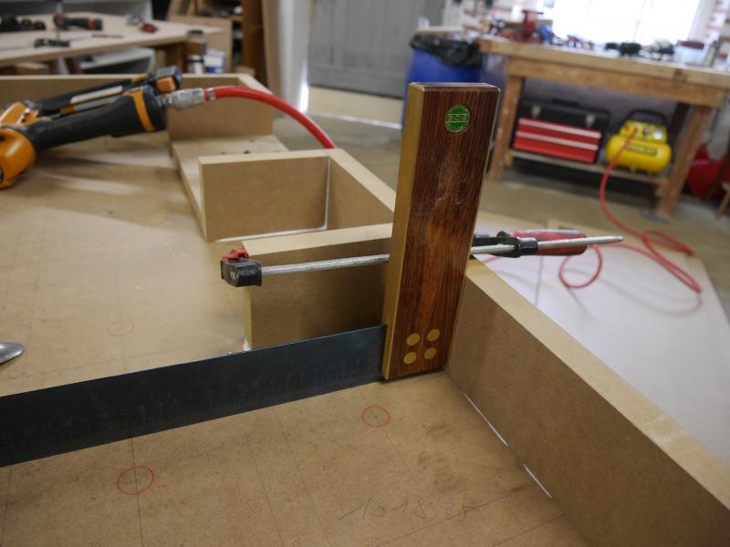 Construction d'un établi simple et pratique - Page 2 P1050329