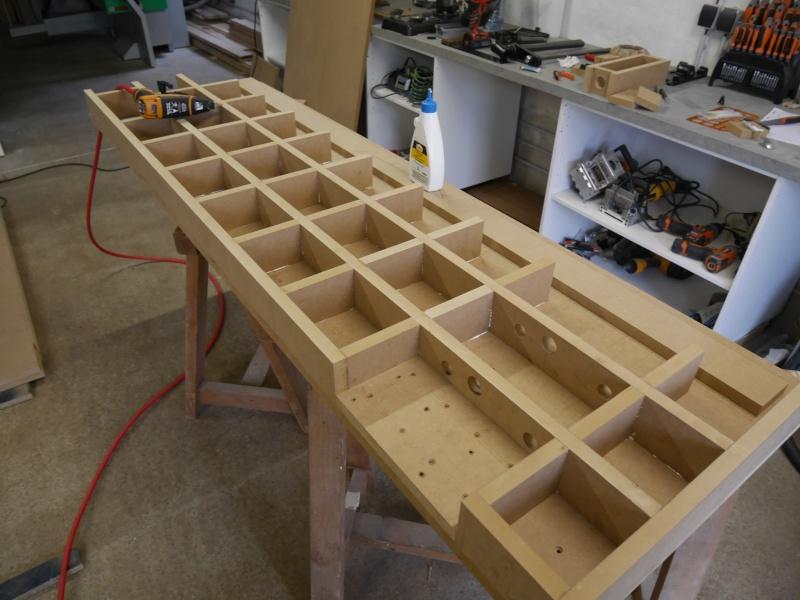 Construction d'un établi simple et pratique - Page 2 P1050331