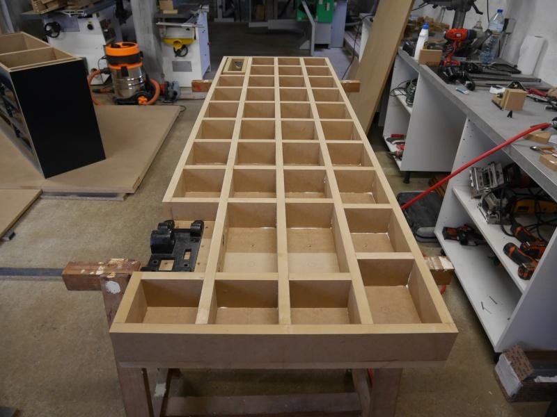 Construction d'un établi simple et pratique - Page 2 P1050332