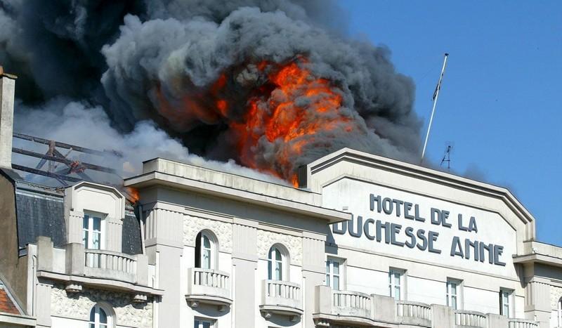 2004 - INCENDIE DE L'HOTEL DE LA DUCHESSE-ANNE Hotel-10
