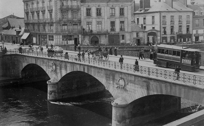 LE PONT MAUDIT Pont_m10