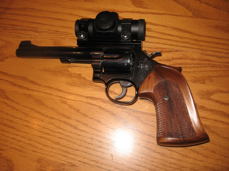 Revolvers... how to grip them? 10910