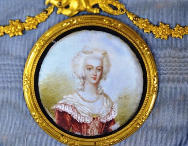 A vendre: portraits de Marie-Antoinette - Page 2 14416811