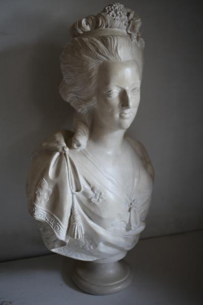 A vendre: bustes Marie Antoinette - Page 3 14448310