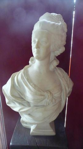 A vendre: bustes Marie Antoinette - Page 4 15070310