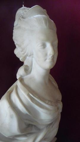 A vendre: bustes Marie Antoinette - Page 4 15083710