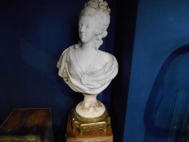 A vendre: bustes Marie Antoinette - Page 3 15442910