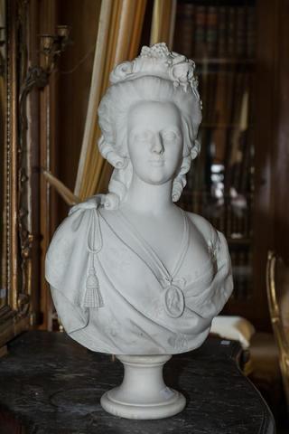 A vendre: bustes Marie Antoinette - Page 3 19461510