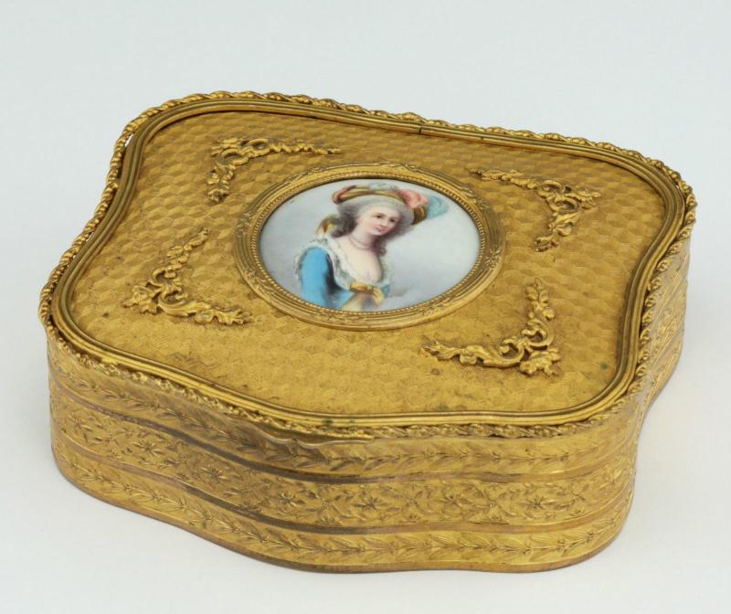 A vendre: Marie Antoinette sur métal _5710