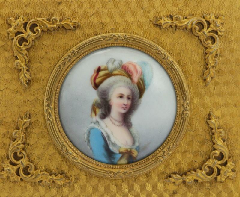 A vendre: Marie Antoinette sur métal _5711