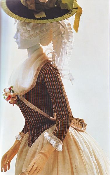 Modes et Costumes Caraco10