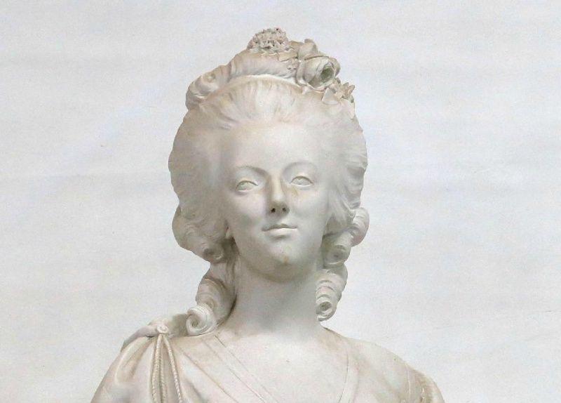 A vendre: bustes Marie Antoinette - Page 4 Sans_t13