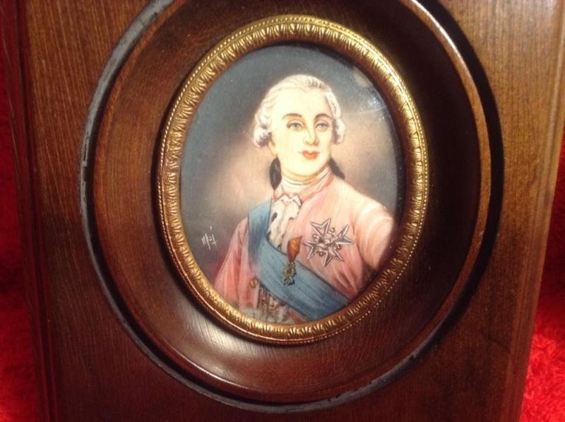 A vendre: Louis XVI et Marie Antoinette - Page 2 Zmin11