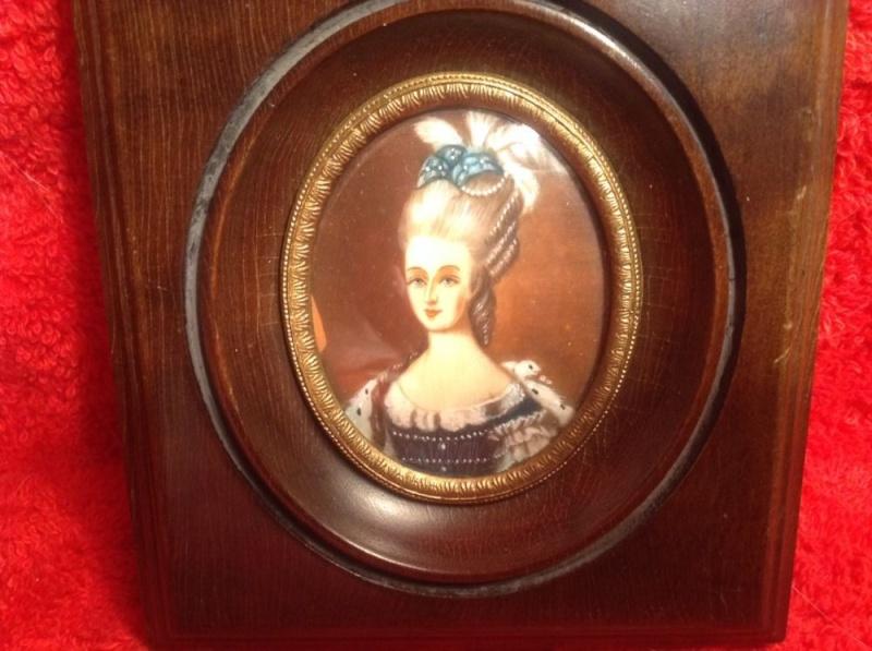 A vendre: Louis XVI et Marie Antoinette - Page 2 Zmin12
