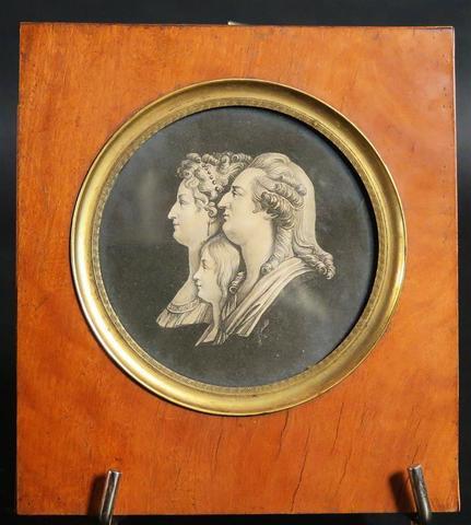 A vendre: Louis XVI et Marie Antoinette - Page 2 Zzzy10