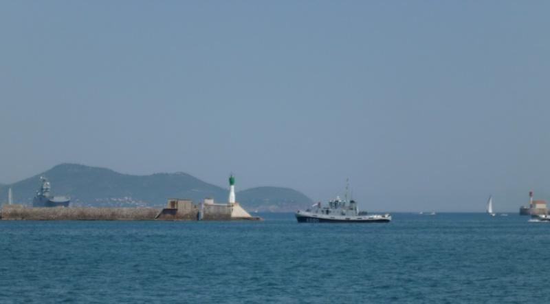 le Mistral rentrant dans la rade de Toulon P1010734