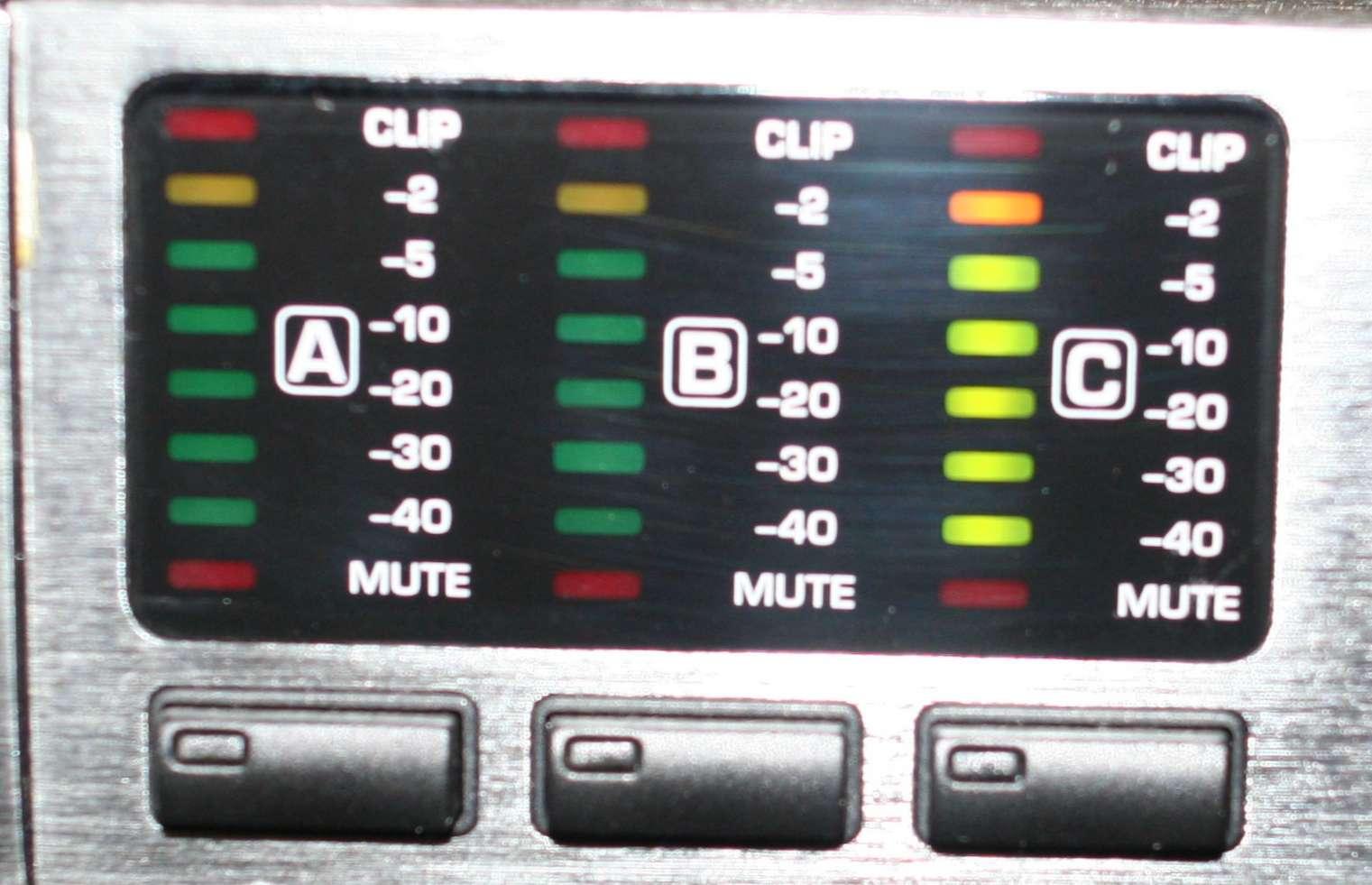 Filtre actif numérique DCX 2496 - Page 2 Input_17