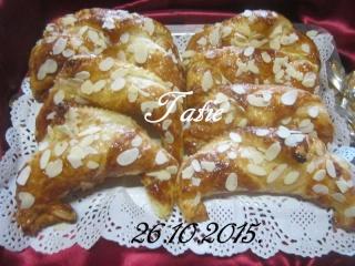 Croissants aux pommes et amandes. 12191710