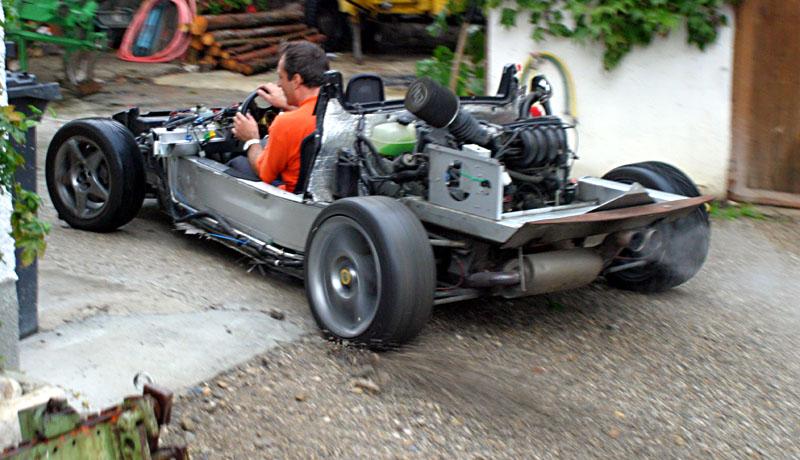 Nuovo body kit in carbonio Komo-tec Clamle10