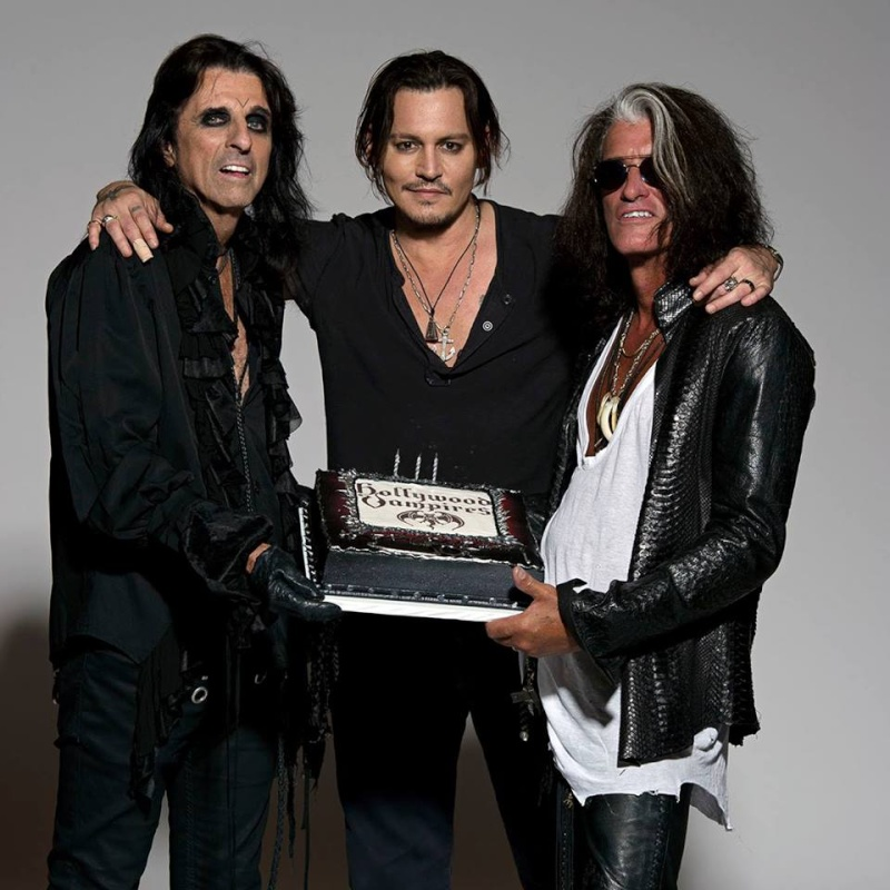 Le groupe Hollywood Vampires . - Page 3 11998810