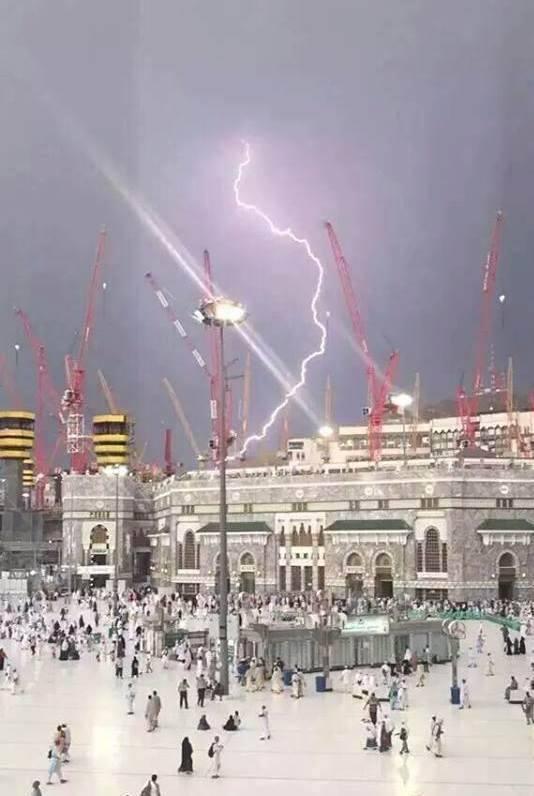 Violents orages sur la Mecque 11998910