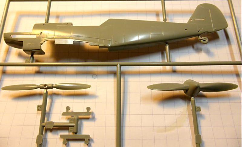 """[ACADEMY] Messerchmitt BF 109D  JG 132 """"Richtoffen"""" 1937 (1/48) Bf109d14"""