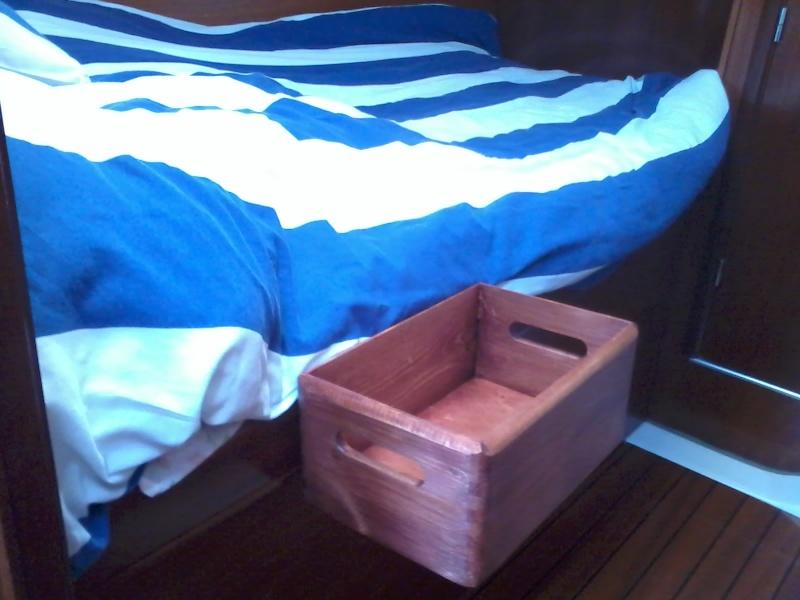 Vide poche pour la couchette avant coté coursive. 2015-111