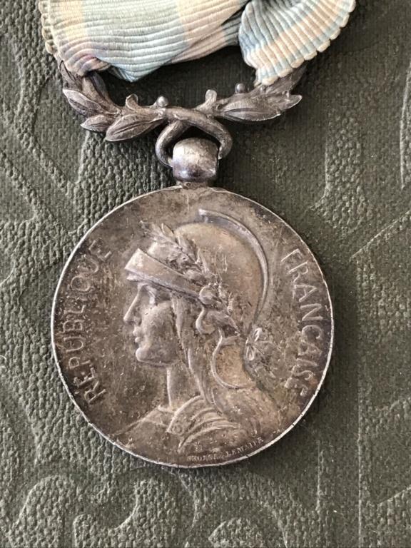 Médaille coloniale ancienne avec ruban d'époque - ESTIMATION  03ddd910
