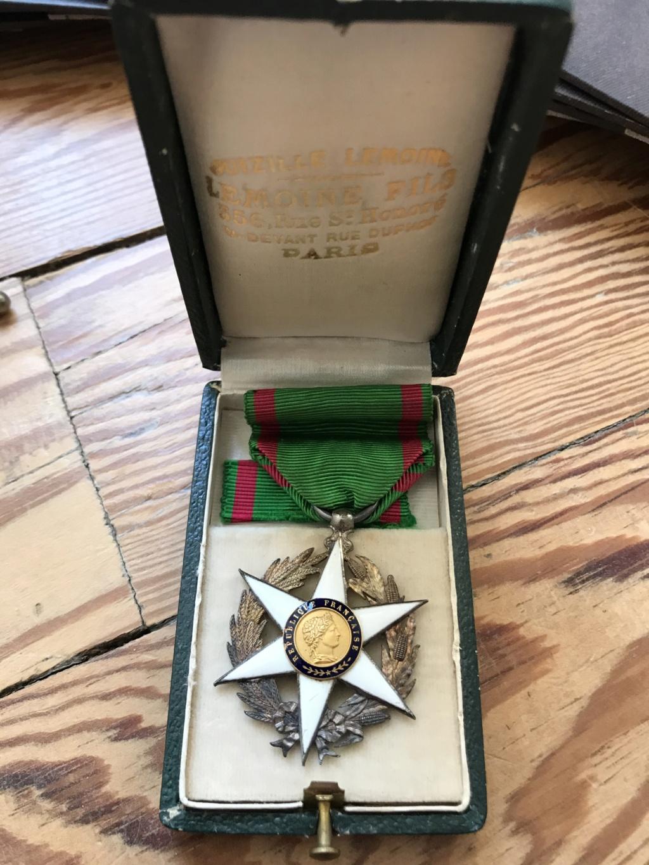Portraits du maréchal Pétain en pagaille + médailles diverses (LH, St Mihiel...) Img_9113