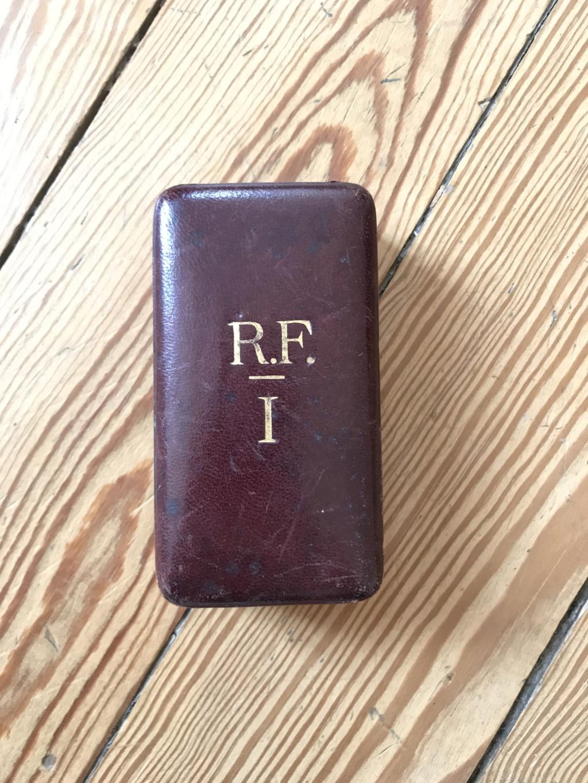 Ancienne médaille Officier des Palmes Académiques en vermeil dans son écrin R.F  Img_9210