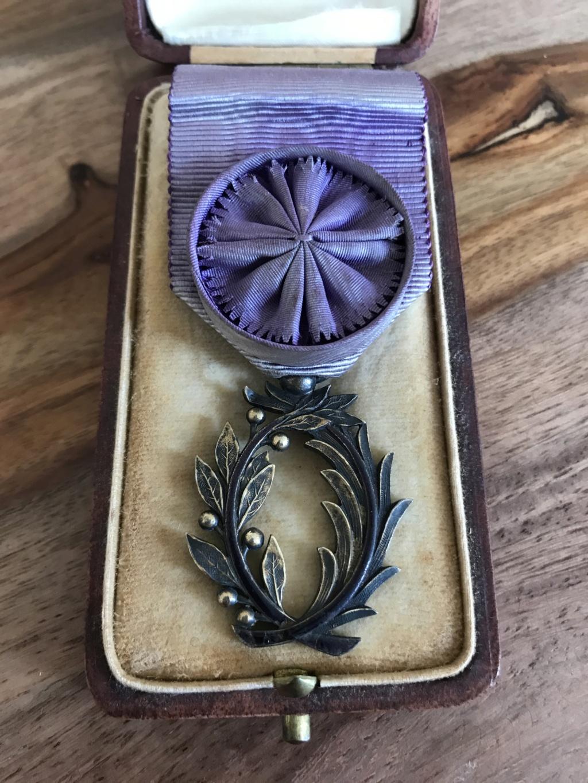 Ancienne médaille Officier des Palmes Académiques en vermeil dans son écrin R.F  Img_9211