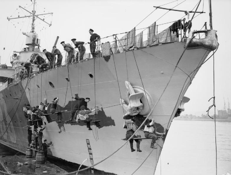 Diorama du Richelieu a Dakar 1941-42 Trumpeter  au 350em 3eme partie - Page 12 Free_f10