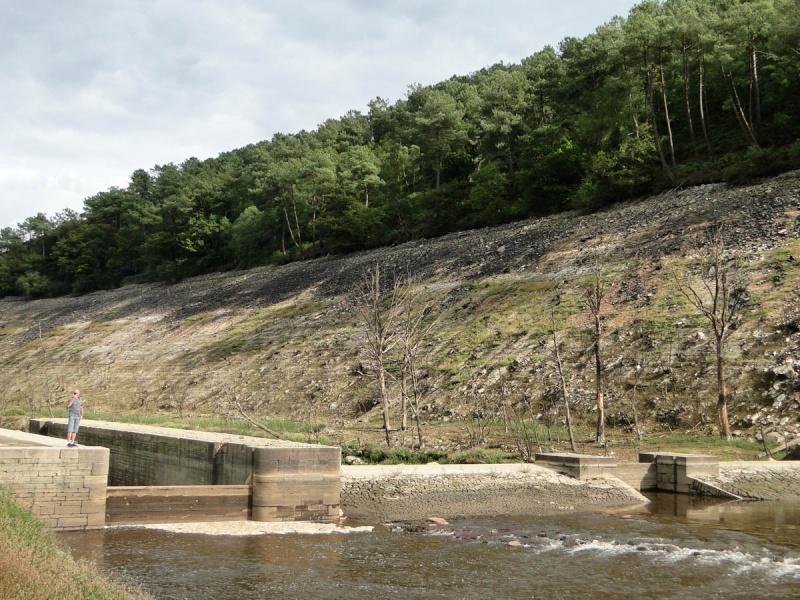 Une balade un peu particulière : l'assec du barrage de Guerlédan 1_yclu10