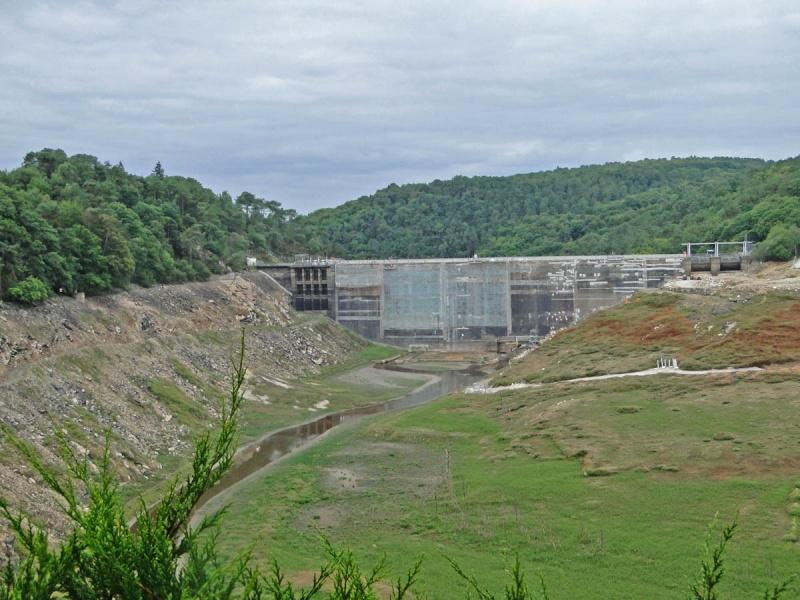 Une balade un peu particulière : l'assec du barrage de Guerlédan 5_barr10