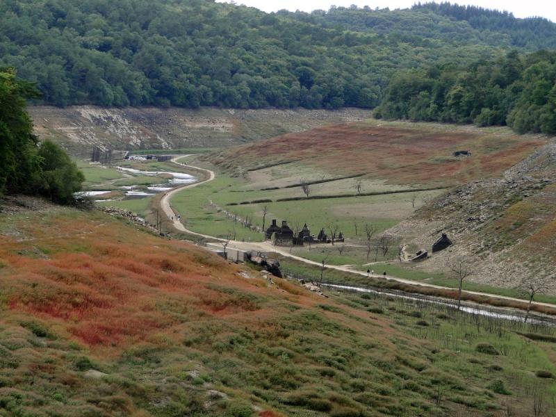 Une balade un peu particulière : l'assec du barrage de Guerlédan Dsc00910