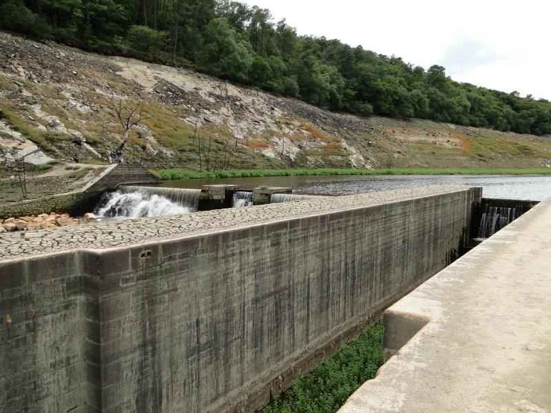Une balade un peu particulière : l'assec du barrage de Guerlédan Ecluse10