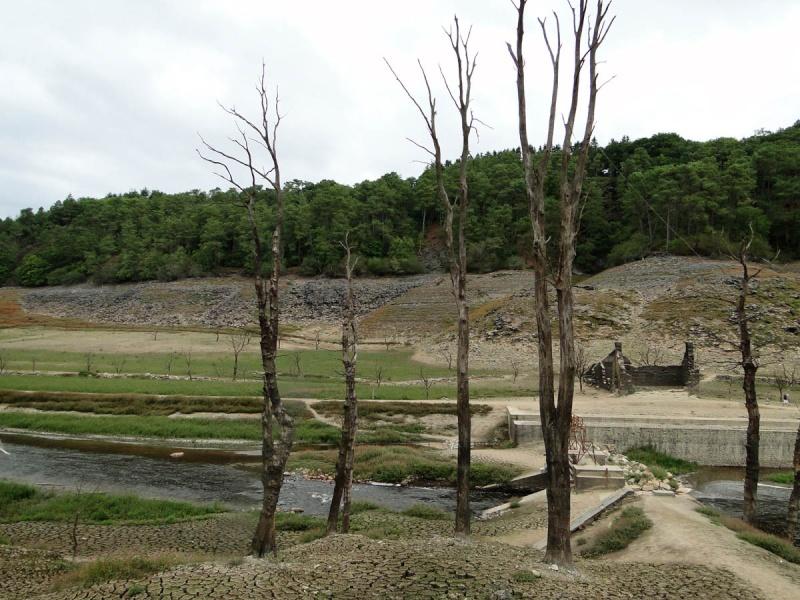 Une balade un peu particulière : l'assec du barrage de Guerlédan Guerly16