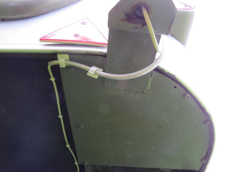 mâts d'antenne, exemples de fixation sur nos cagouilles Img_7145