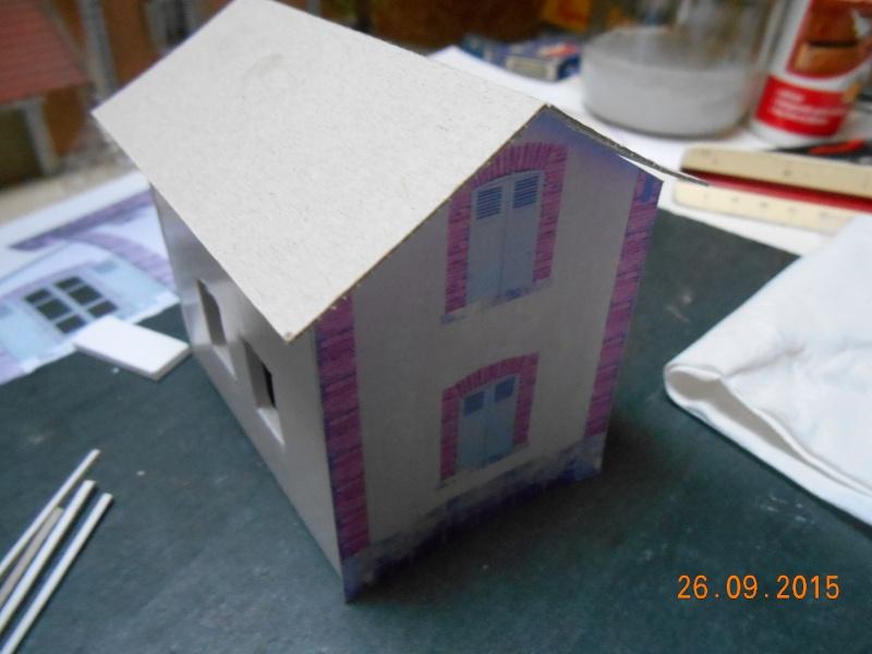 Construire un bâtiment de A à Z : une maison de garde-barrières Dscn1323