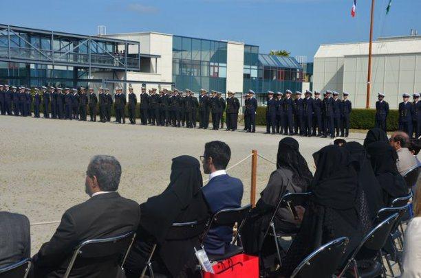 inquiétant !!!   Ecole d'ingénieurs de Brest, élèves prêtant serment sur le coran !Le week-end dernier avait lieu une cérémonie de passage au grade d'officiers et de nombreuses familles saoudiennes avaient fait le déplacement. Coran110