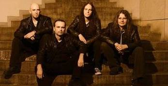 Blind Guardian - Beyond The Red Mirror (Earbook 2015) Bz9ent10