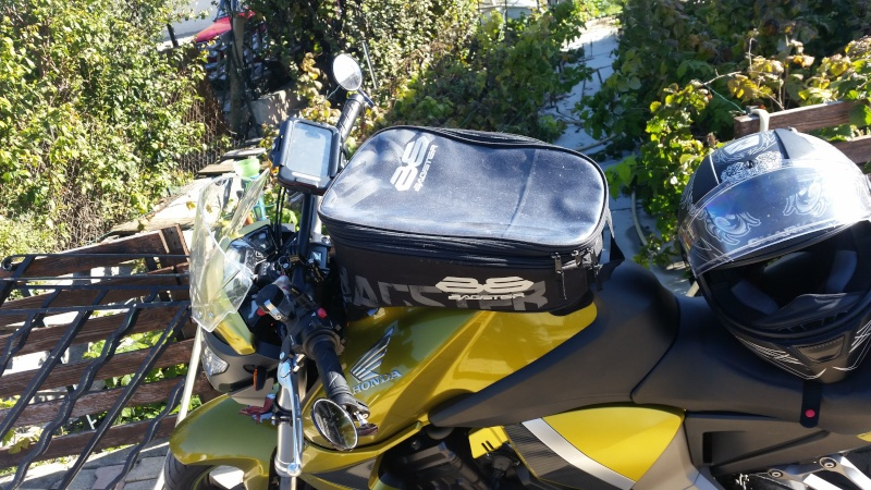 Une modification pour GPS et Gopro sur CB1000R  20151015