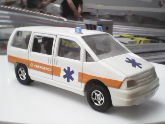 N°3031 Peugeot 806 ambulance Img00011