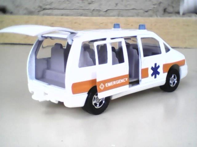 N°3031 Peugeot 806 ambulance Img00110
