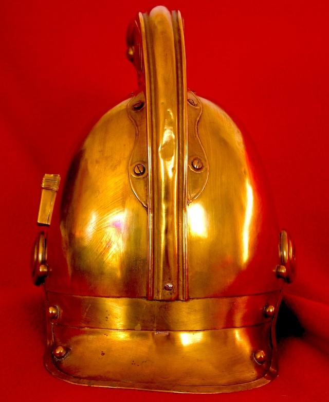 Evolution du casque de pompier FR 1812-2015 55_dos10