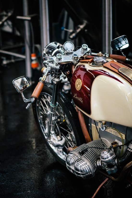 C'est ici qu'on met les bien molles....BMW Café Racer - Page 36 Fb_img13